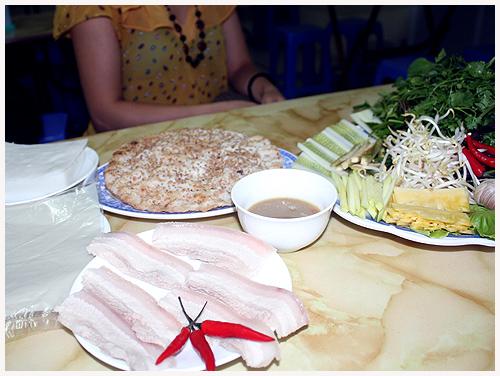 Bạn chỉ tốn 35 ngàn cho một bữa trưa hoặc bữa xế có đầy đủ từ thịt tới rau và cả tinh bột.